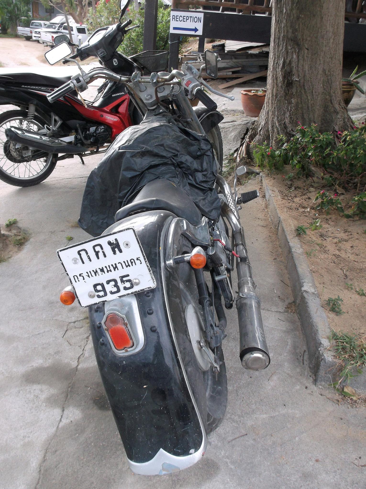 Obsolete motorcycle / Moto obsolète