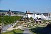 Blick über einen teil des Fetgeländes. Im Hintergrund die alte Post und der Hauptbahnhof von Heilbronn