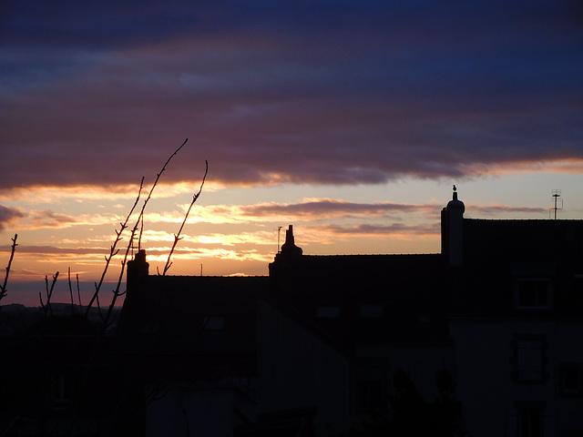ce matin au lever du soleil (une pensée pour tous ceux qui sont partis tragiquement il y a un an