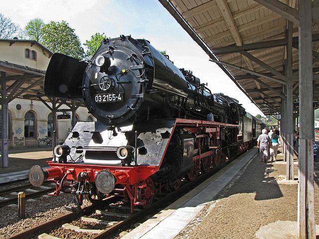 03 2155 kurz vor der Abfahrt im Bahnhof Nossen