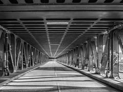 Oberhafenbrücke, Straßenebene (195°)