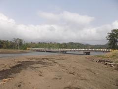 Un pont en région sauvage