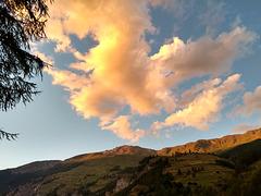 Ciel du soir au-dessus de La Sage, Evolène (Valais, Suisse)