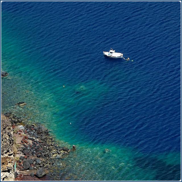 Santorini : il mare delle Cycladi nella caldera