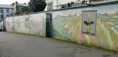 ** Mur décoré de fresques **