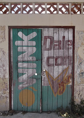 Wink Del Con Vigor door / Guiño de la puerta