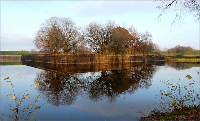 Reflection Naarden Vesting...