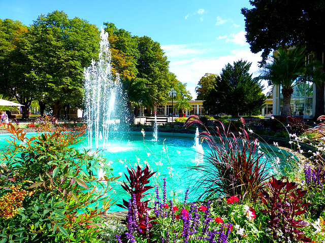 DE - Bad Neuenahr - Fountain in the Spa Gardens
