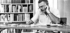 Hemingway ĉe la skribtablo