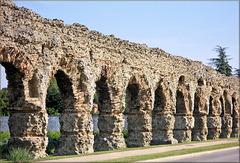 Chaponost (69) 26 juin 2010. L'aqueduc romain.