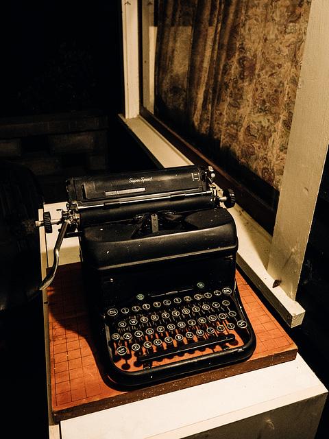 Tante Hélène's Typewriter