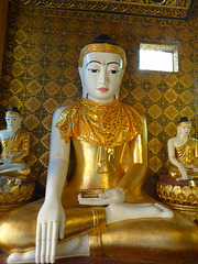 Buddha mit anderem Tuch