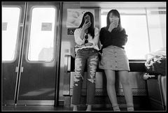 2 filles, 2 écrans