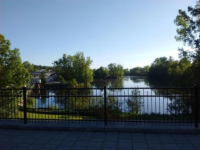 Rivière clôturée / Fenced river