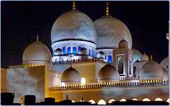 AbuDhabi : la più grande e preziosa moskea dei tempi moderni -