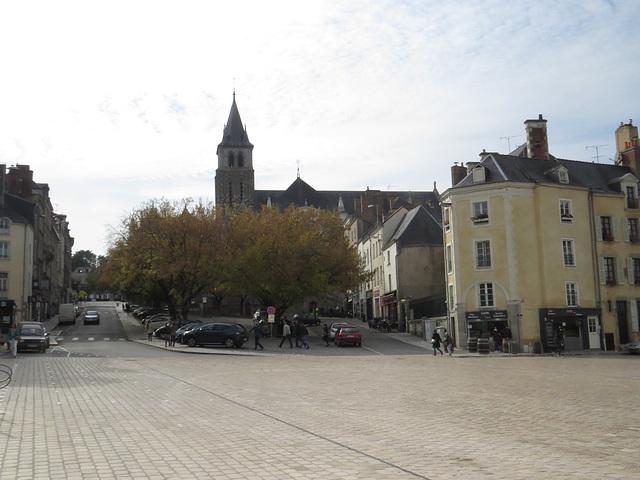 Laval : place des acacias