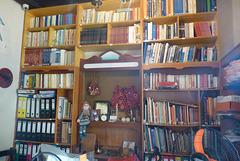 Librería en casa particular de Grecia