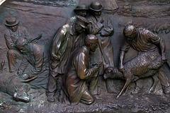 Bronze à la gloire de Pasteur .