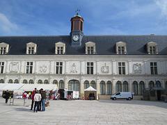 Le Château Neuf, 2.