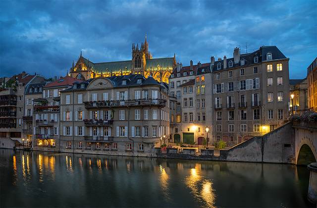 Metz_by_night