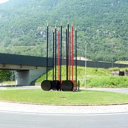 Speere und Schilder in Biasca  ( CH )