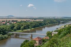 Die Elbe nach der Moldau-Mündung stromabwärts