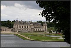 chateau de chantilly vu de l'arriere .....