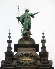 St. Katharina (Katharina_von_Alexandrien) auf dem Dach vom Hamburger Rathaus