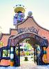 Abensberg.  Eingang zum Biergarten am Hundertwasser Turm...