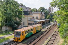 814 046-9 von  České dráhy im Bahnhof Doksy