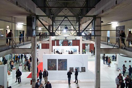 Halle der Kunstmesse P/ART im Kraftwerk Bille -- kunstmesse-1210769-co-24-09-15