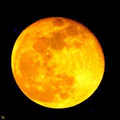 Lune aux teintes métaphysiques