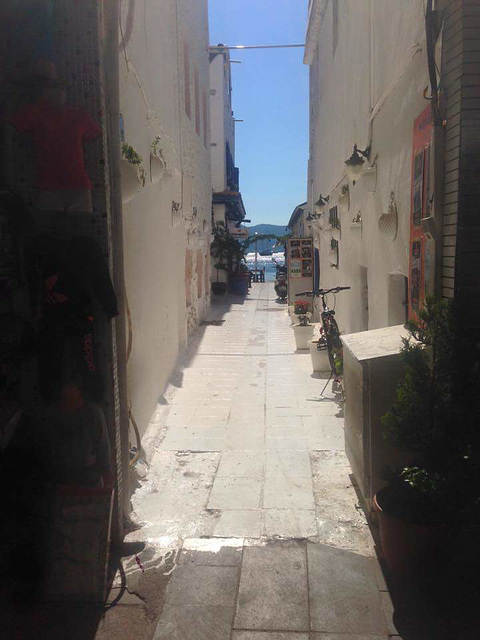 One of the many little streets leading to the sea