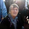 Oma kurz nach der Fahrt mit der 62er Fähre
