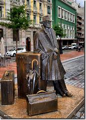 """""""El viajero"""" - Oviedo - Asturias"""