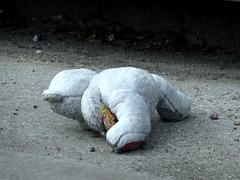 encore un doudou abandonné  ....