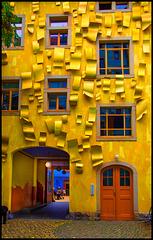 Dresden: Gelbes Haus im Hinterhof