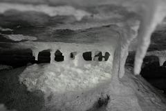 Mini-Tropfstein-Höhle