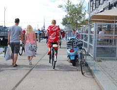 Mature Divinity on her bike in red heels - Photo originale