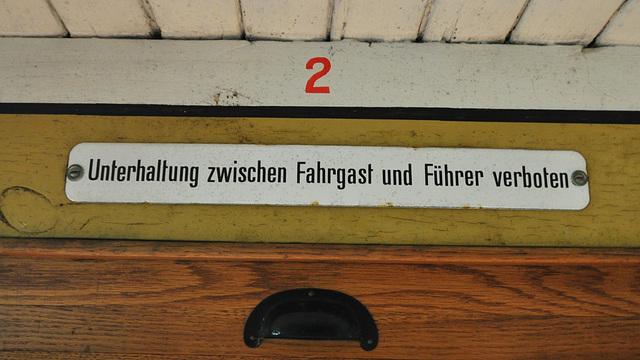 Eisenbahnmuseum Lokschuppen Aumühle 2015 – Unterhaltung zwischen Fahrgast und Führer verboten