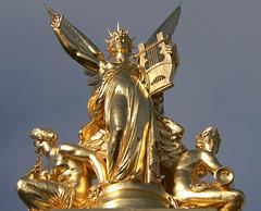 Allégorie de la Musique - toit de l'Opéra Garnier (Paris)