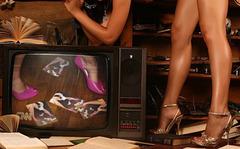 Lecture, télévision et talons hauts / Reading, TV & high heels