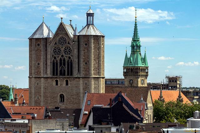 Über den Dächern von Braunschweig: Dom und Rathaus