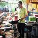 Cuisiner laotien au travail / Laotian cook at work