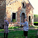 Isola della Scala - VR -    Chiacchiere all'ombra della Chiesetta antica!!