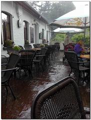Kaffee im Regen