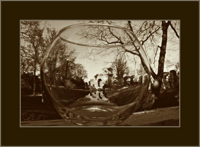 3/Wasserkastell hinter Glas