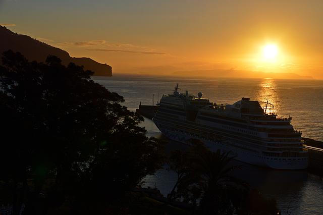Sonnenaufgang über dem Atlantik auf Madeira