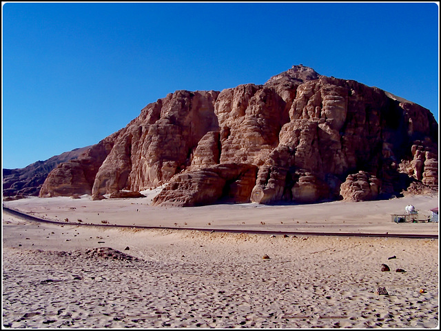 riprendo il viaggio in Sinai interrotto per il guasto tecnico che impediva di caricare altre foto....siamo tornati nel deserto dove incontriamo i beduini nomadi del Sinai