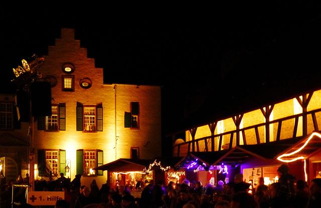 DE - Swisttal - Weihnachtsmarkt auf Burg Heimerzheim